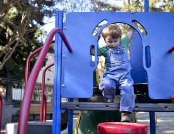В Приволжском районе построили детскую площадку