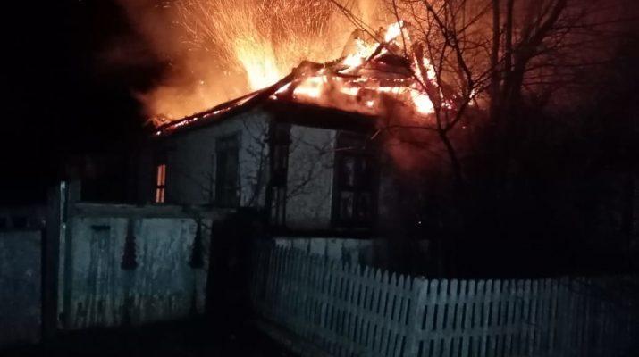 Под утро в Астрахани сгорели два дома