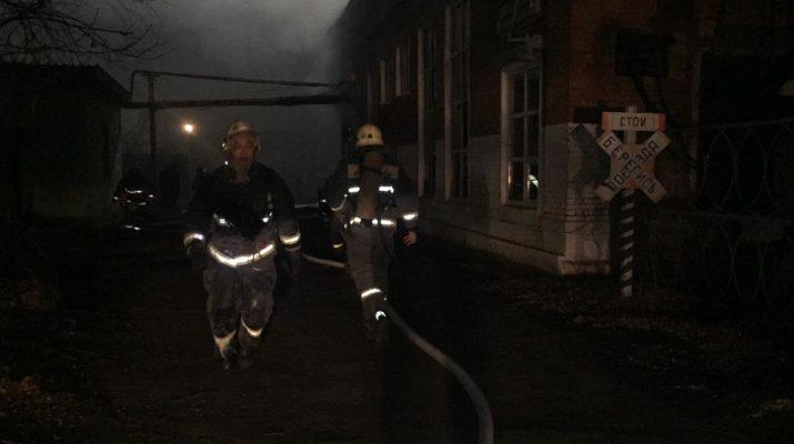 В Астрахани тушат пожар на ТРЗ
