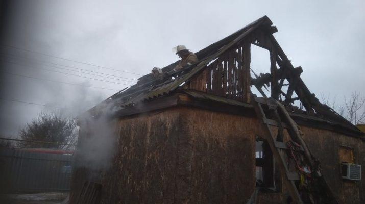 За прошедшие сутки сгорели 3 дома, квартира и автобус