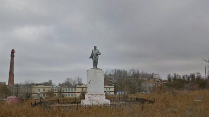 Иностранец ищет в Астрахани захоронения своих родственников