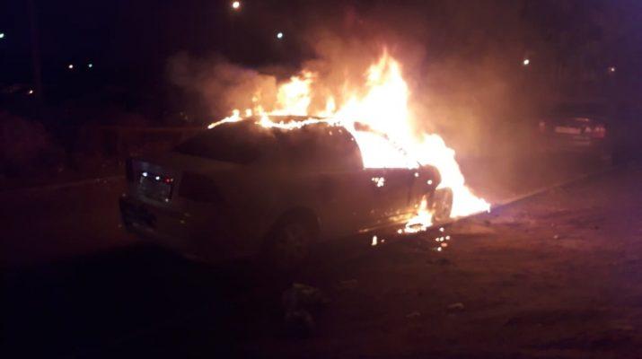 В Астрахани сгорели 3 автомобиля и гараж
