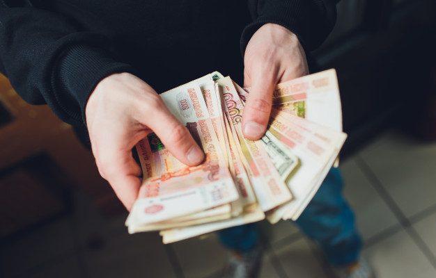 В Астрахани пресекли попытку дачи взятки полицейскому