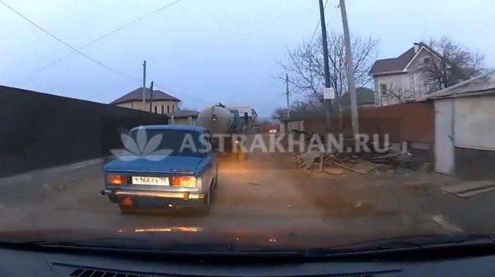 Без комментариев: астраханские водители нашли объездной путь на Фунтовское шоссе