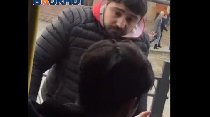 В Астрахани водитель маршрутки напал на пассажира
