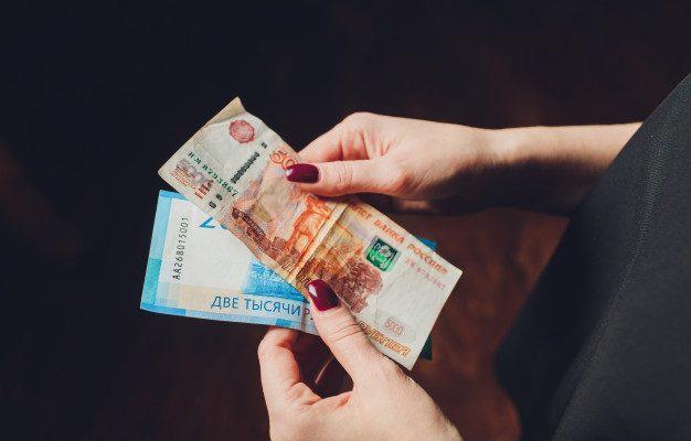 Астраханец пригласил девушку в гости, а она украла деньги и сбежала