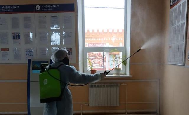 На железнодорожных вокзалах проводят плановую дезинфекцию