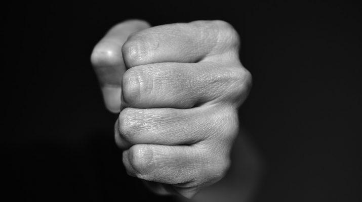 Астраханец избивал и обкрадывал пенсионерок