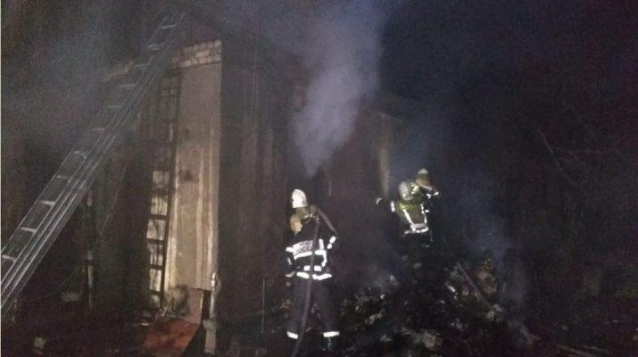В Астраханской области сгорели дом и баня