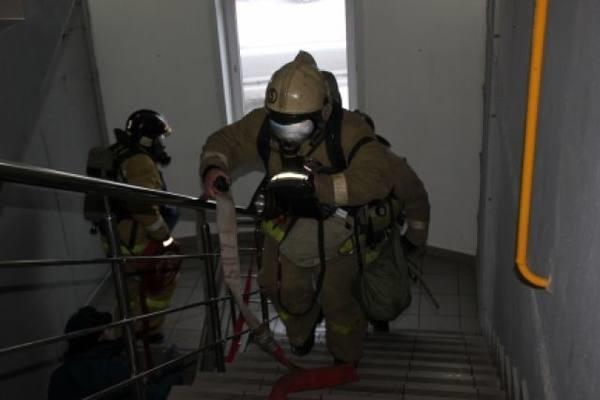 В Астраханской многоэтажке произошёл пожар