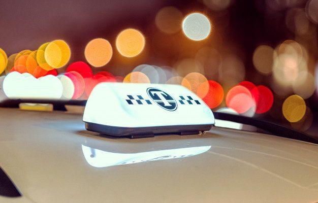 В Астрахани таксист украл телефон у пассажирки