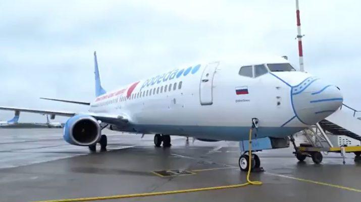 Самолет Победа в маске