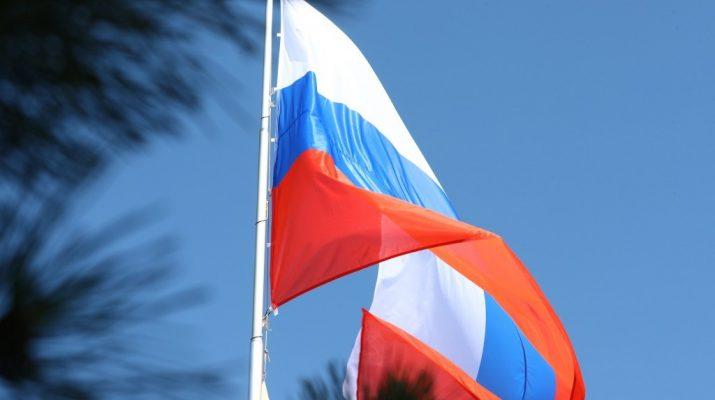 Также сегодня в Астраханском кремля состоялась традиционная церемония поднятия Государственного флага России во главе с Игорем Бабубшкиным.