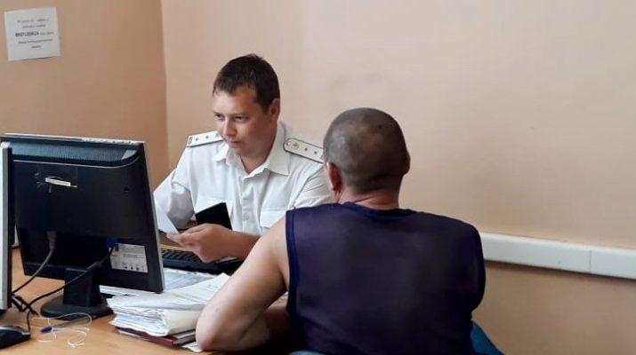 Астраханца лишили водительских прав за пренебрежение сыном