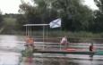 В Икрянинском районе жители бороздят акваторию на самодельном плавсредстве