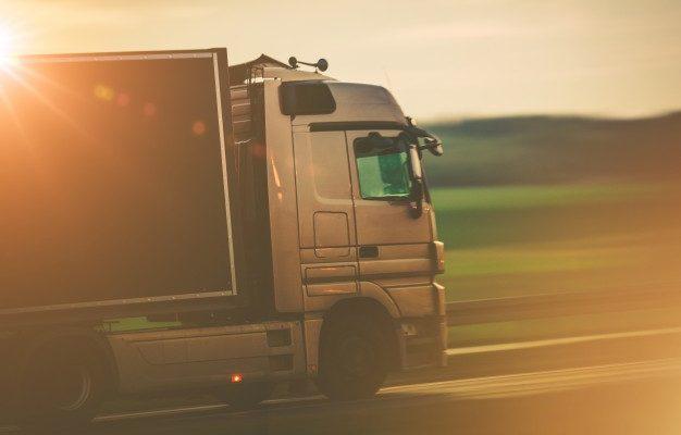 В Астраханской области запретили передвижение грузовиков днём