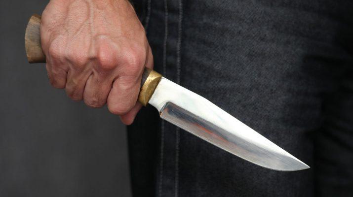 убил знакомого ножом