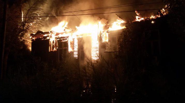 В Астрахани сгорел многоквартирный дом