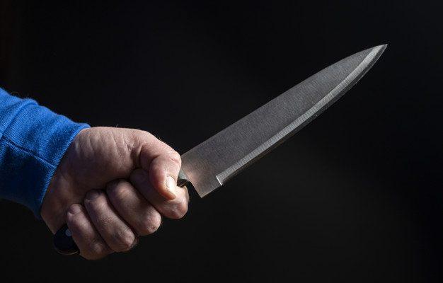 убил ножом