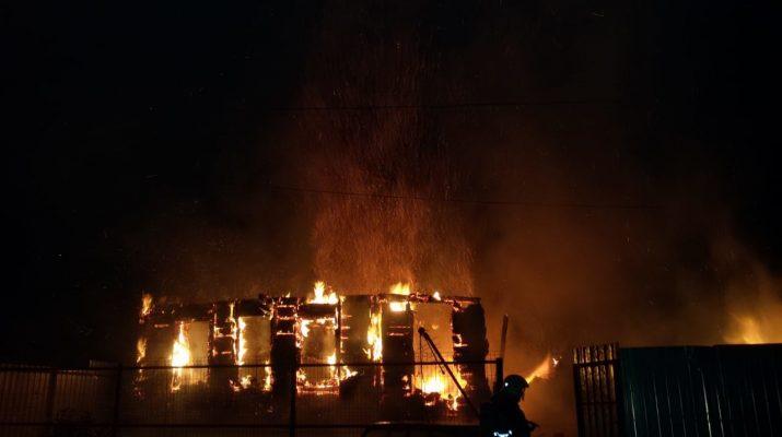 В Астрахани из-за пожара без дома осталась очередная семья