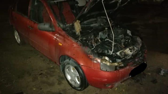 Ночью на Комсомольской Набережной загорелась машина