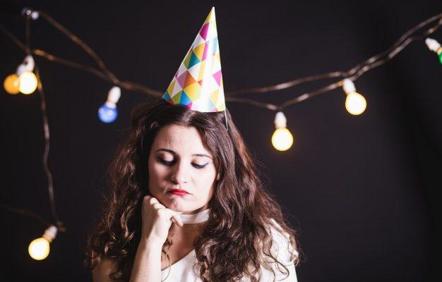 Мошенник оставил астраханку без кухонного стола в её день рождения