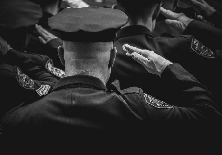 В Астрахани полицейский оформлял протоколы о нарушении на умершего человека