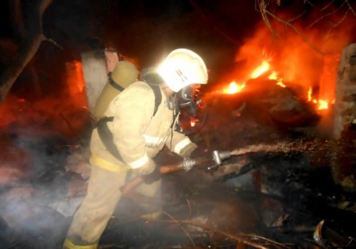 2 крупных пожара в Астраханской области