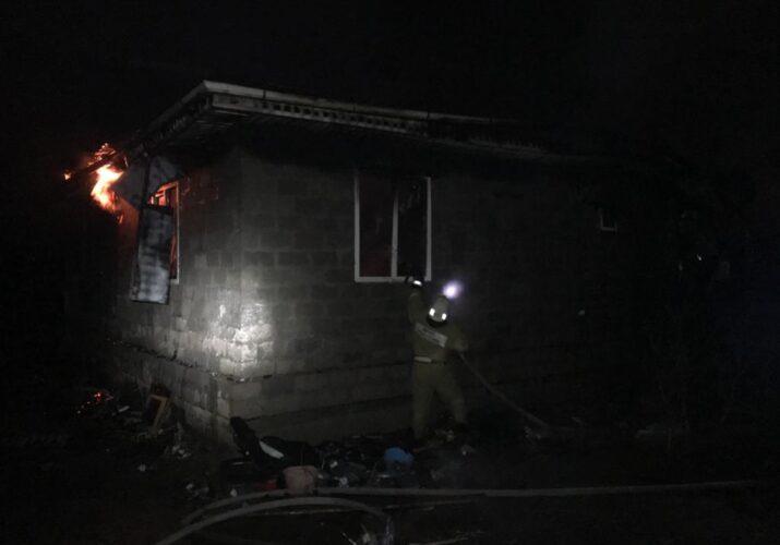 Под Астраханью сгорел жилой дом на площади 80 кв.м