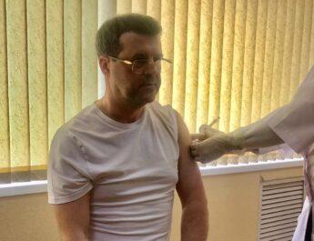 В Астрахани министр здравоохранения Алексей Спирин привился от коронавируса