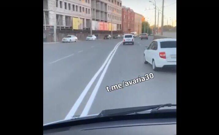 Астраханцев возмутило качество дорожной разметки у кремля