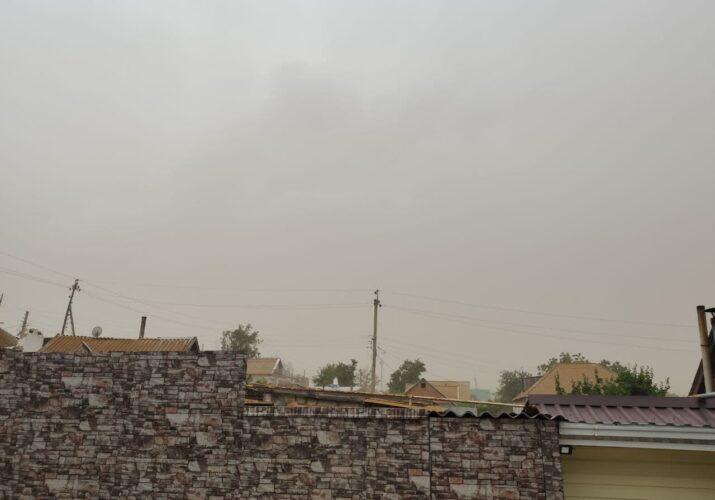 МЧС предупреждает астраханцев о шквалистом ветре и дожде с грозами