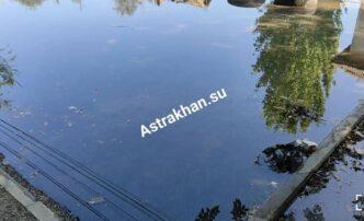В Астрахани продолжает затапливать улицу Маркина