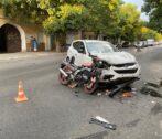 В Астрахани в столкнулись автомобиль и мотоцикл