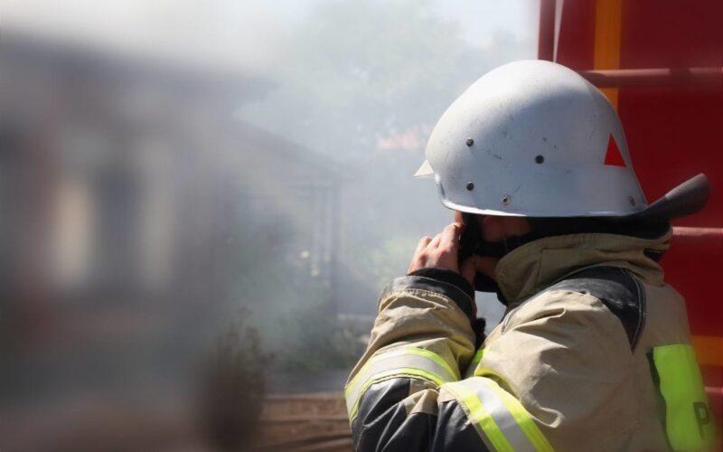 астраханские пожарные спасли детей